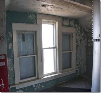 kewaunee-lighthouse-windows
